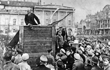 Imagem com Trotsky
