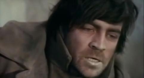 Alan Bates como Iavov.