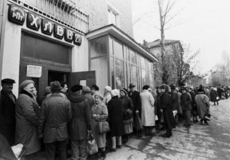 Fila para comprar pão URSS