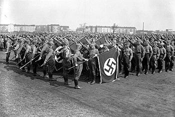 350px-Bundesarchiv_B_145_Bild-P049613,_Berlin,_Tempelhofer_Feld,_SA-Fahnenweihe